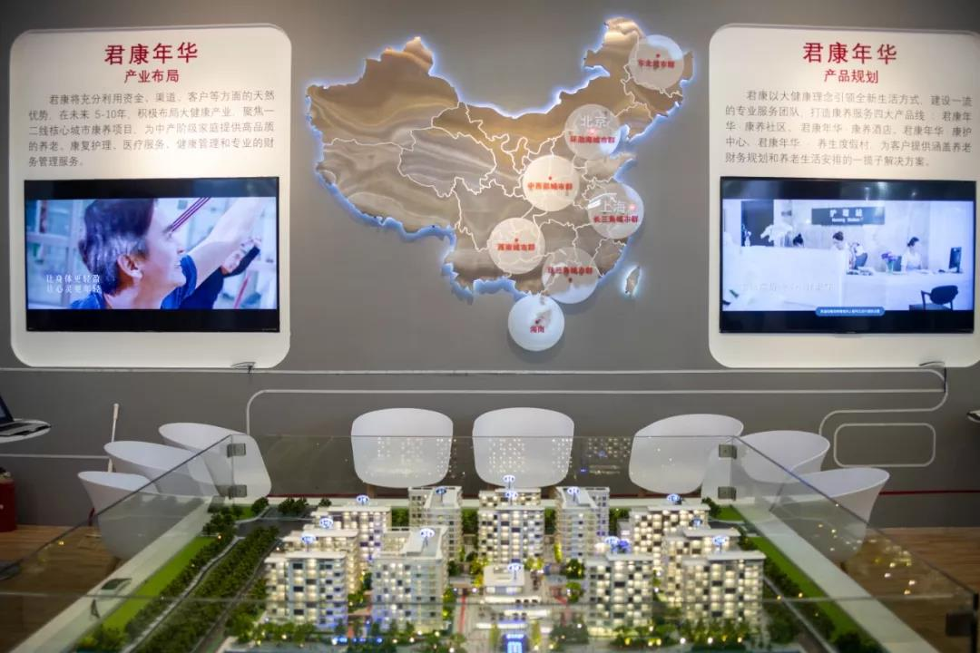 配图1:君康年华在老博会的展厅现场.jpg